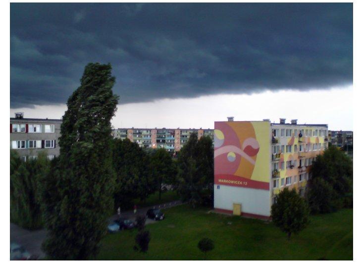 czarne chmury nad Widokiem