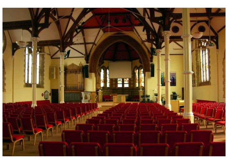 wnętrze kościoła protestanckiego