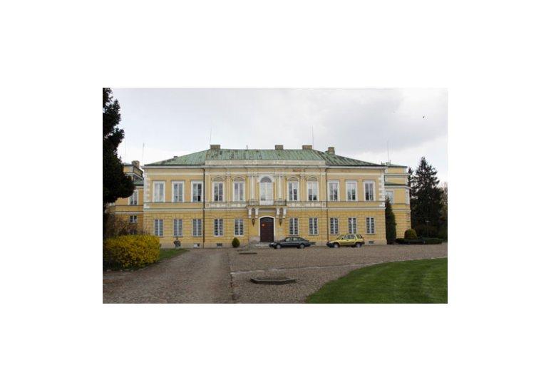 Front Pałacu Prymasowskiego w Skierniewicach