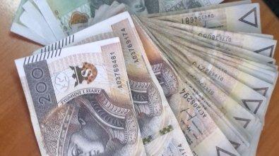 Skierniewice: Okradał babcię podmieniając jej oszczędności na fałszywe banknoty
